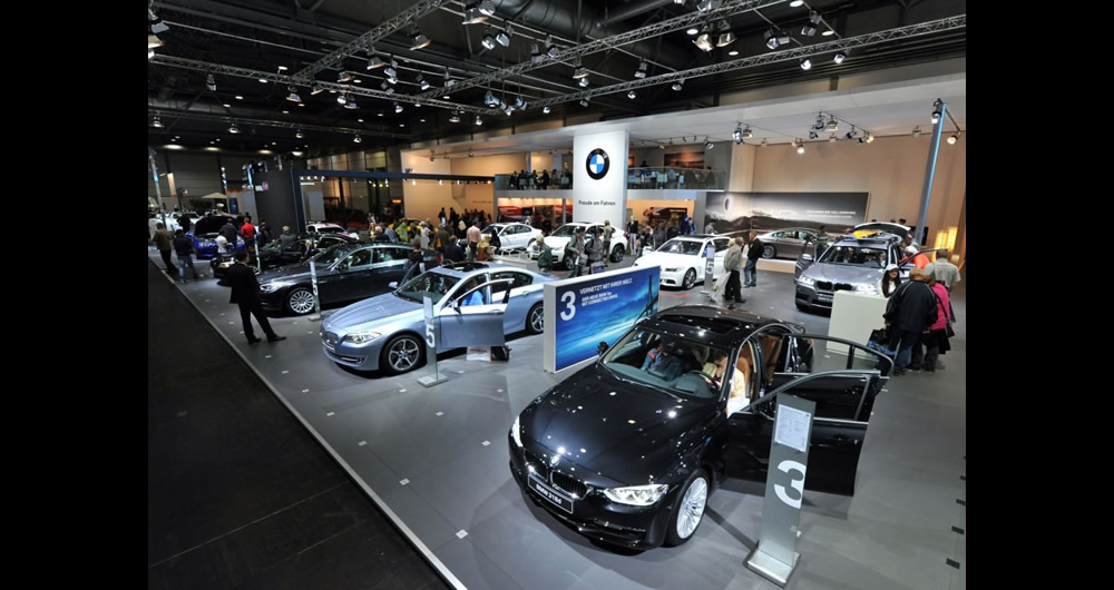 BMW_messe_halle_autos